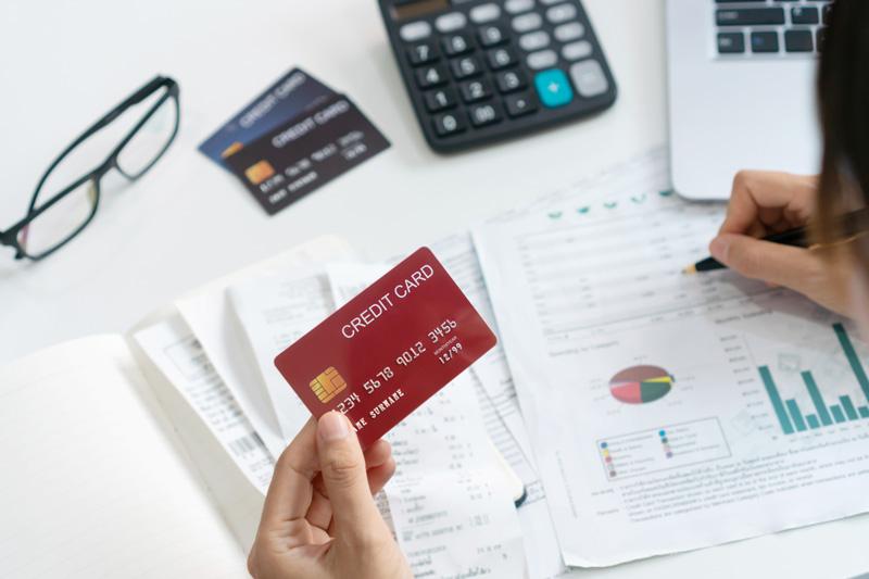 Làm thẻ tín dụng theo hạn mức lương hợp lí