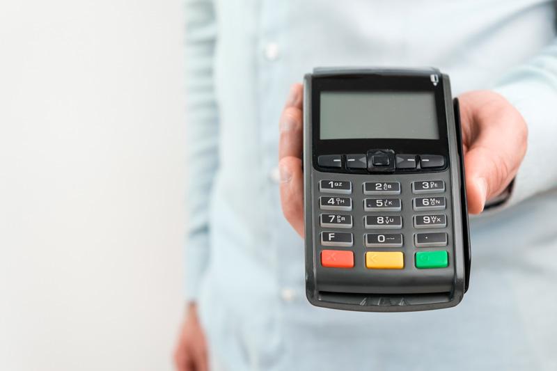 Làm thẻ tín dụng theo hạn mức lương hợp lí với khả năng chi trả